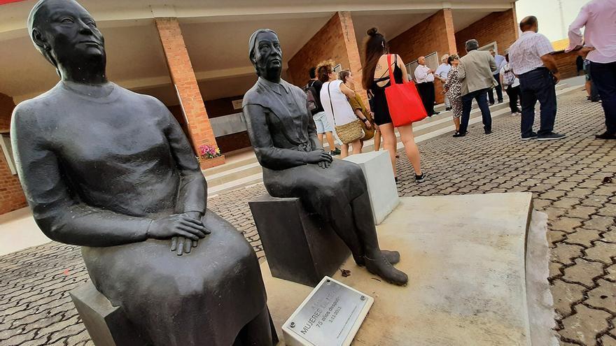 Monumento a las 'mujeres de negro' en el Memorial La Barranca. | JUAN MIGUEL BAQUERO