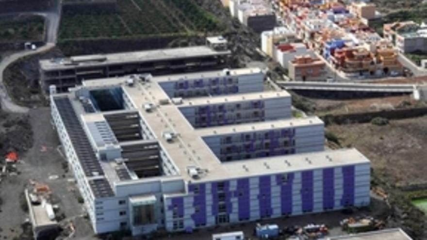 Imagen del edificio del Hospital del Norte de Tenerife situado en Icod de los Vinos.