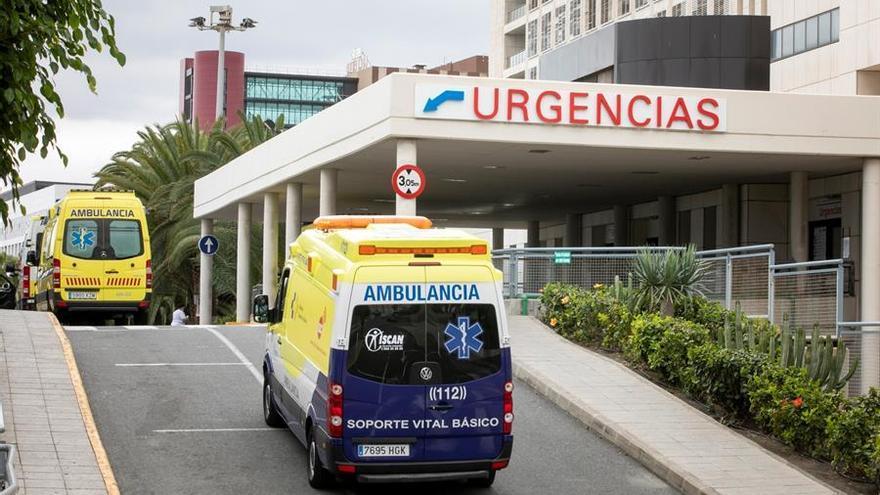Imagen del Complejo Hospitalario Universitario Insular-Materno Infantli de este lunes que comienza la tercera semana del estado de aalrma decretado por el Gobierno central para frenar la expansión del coronavirus.