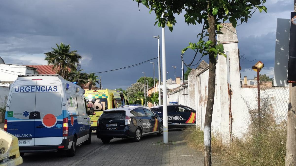 Ambulancias y policía en el lugar en el que han ocurrido los hechos