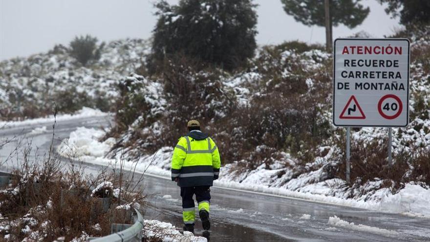 La nieve, bajas temperaturas y la lluvia activan la alerta en 17 provincias