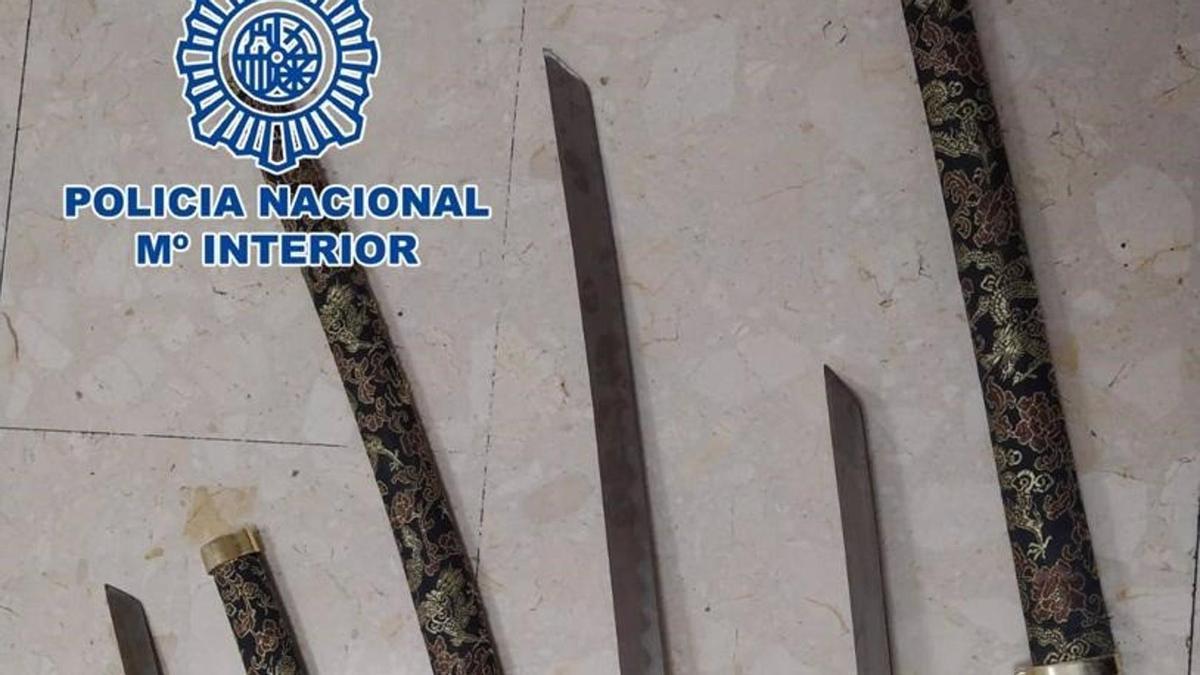 Catanas incautadas en Tenerife por la Policía Nacional.