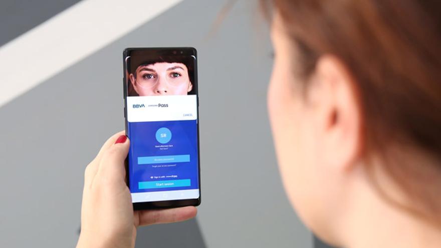 El acceso a la cuenta a través del iris, una de las funcionalidades que le han dado la victoria a BBVA en 2019.