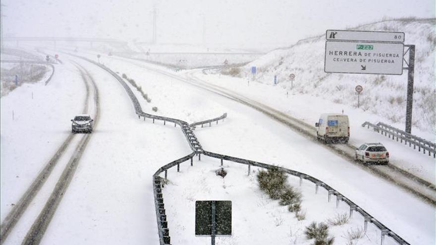 160 conductores pasan la noche en Reinosa tras ser rescatados de la carretera