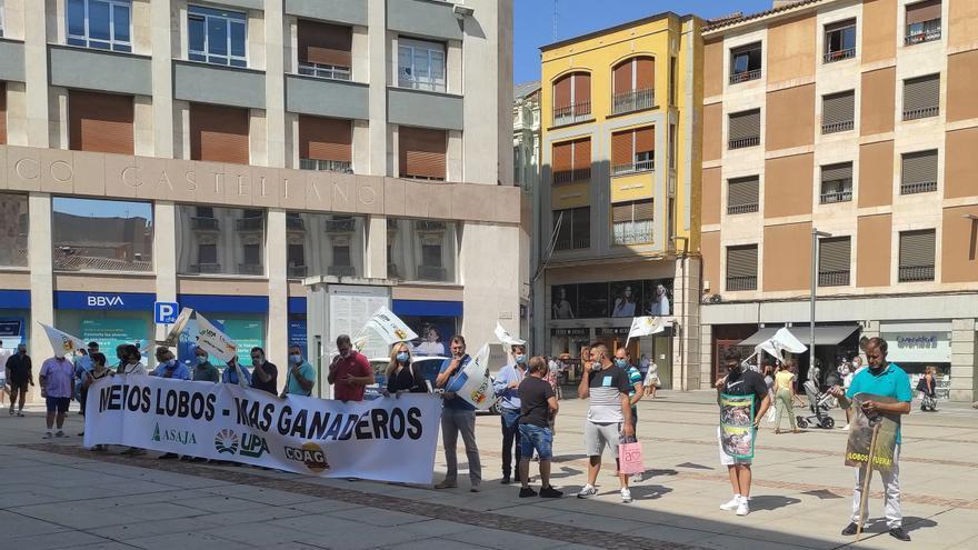 Hugo Morán es recibido con pitidos por COAG y UPA en Zamora