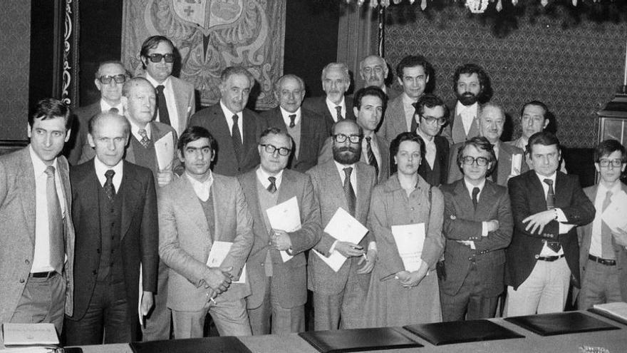 Comisión redactora del 'Estatuto dos 16'.