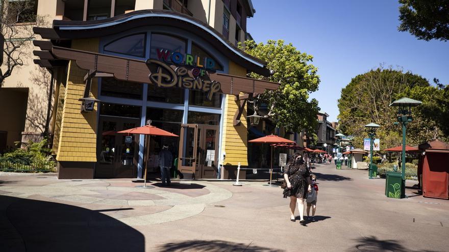 Disney gana 918 millones de dólares en su primer semestre fiscal, un 64 % menos