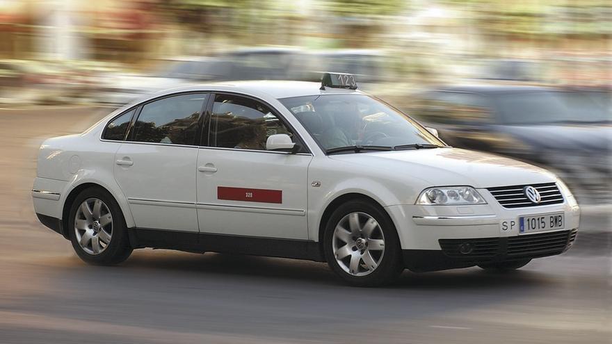 La MCP pone en marcha el jueves 1 de agosto un nuevo servicio de taxi al aeropuerto que sustituye a la villavesa