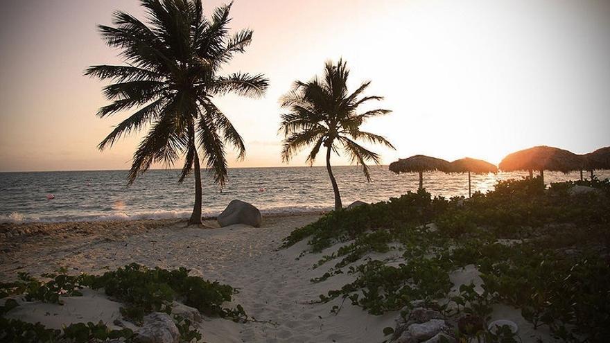 El número de turistas españoles que viajaron a Cuba cayó un 25,4% entre enero y julio