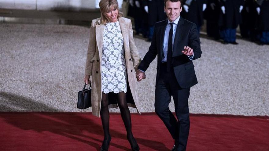 El peculiar romance del ministro francés de Economía y su profesora de lengua