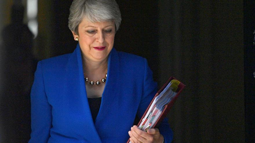 Theresa May abandonando Downing Street este miércoles.