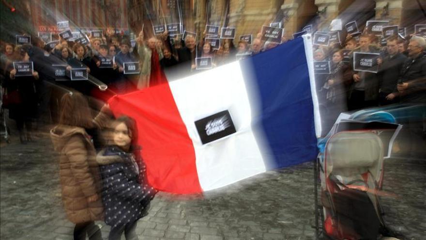 Musulmanes, judíos, franceses y españoles recuerdan a las víctimas de París