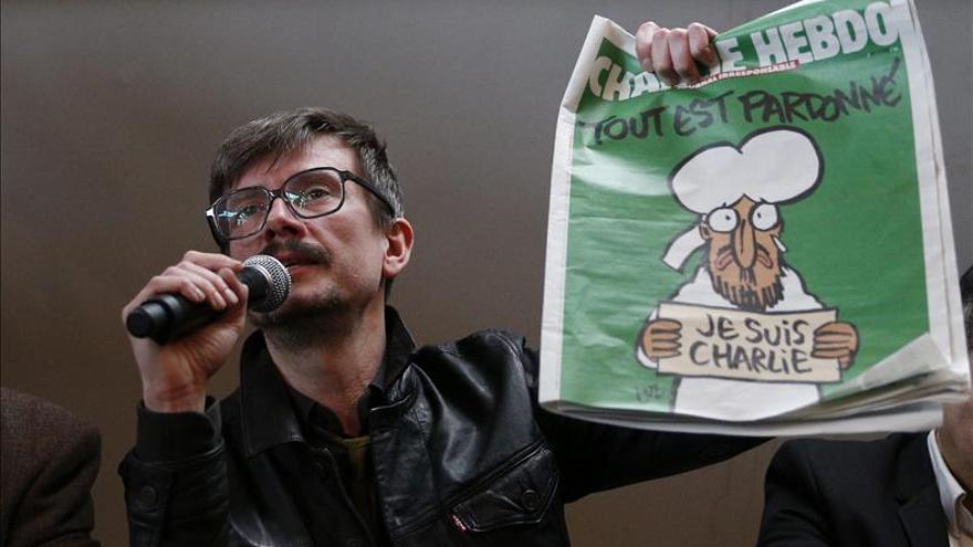 """Mahoma aparece llorando en la portada del nuevo """"Charlie Hebdo"""""""