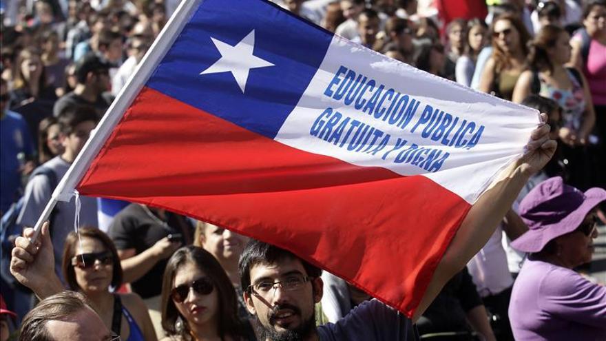 Estudiantes chilenos se manifiestas por cambios en la educación