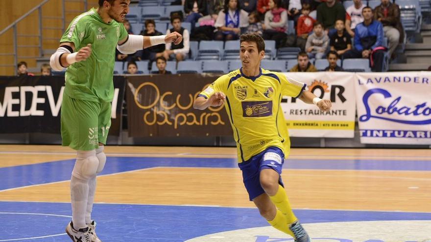 Imagen del encuentro entre el Gran Canaria Fútbol Sala y el Santiago Futsal disputado en el Pabellón Multiusos Fontes do Sar.