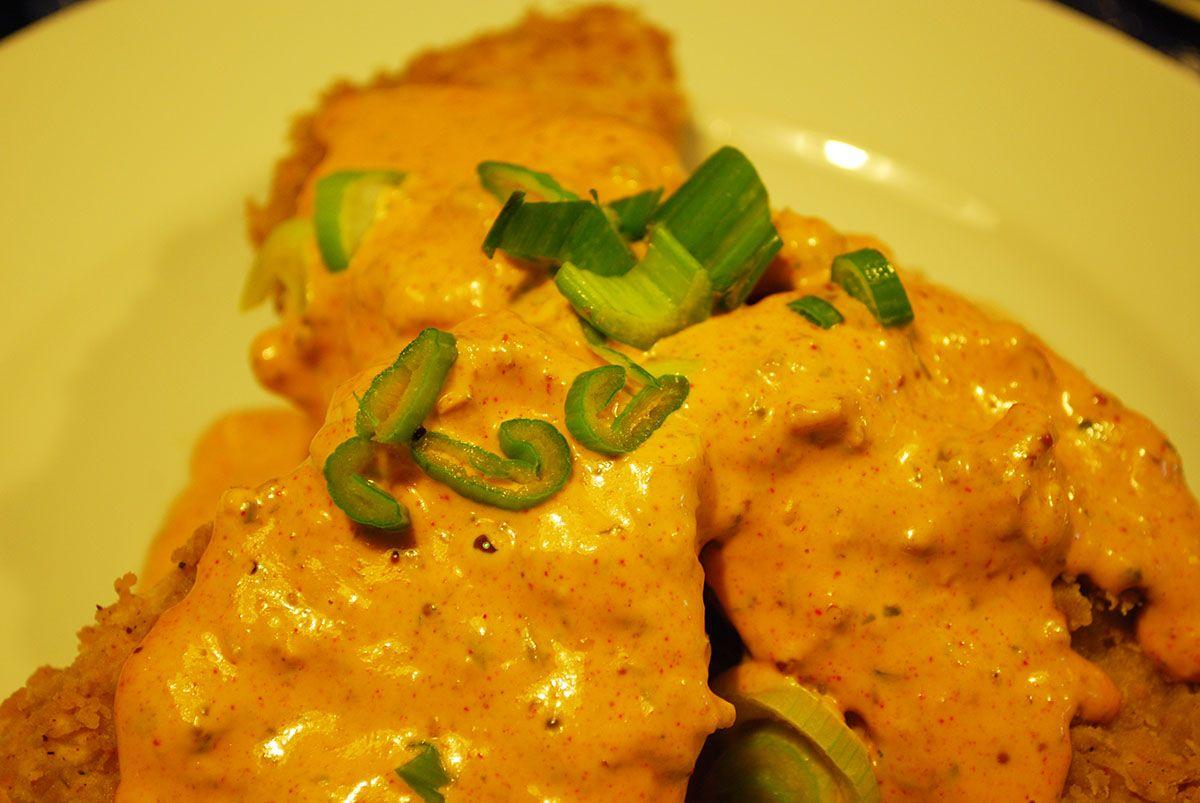Tomates verdes fritos con salsa remoulade y gambas_Malasaña a mordiscos