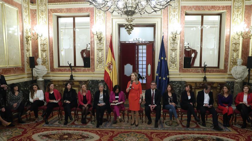 """La presidenta del Congreso, Ana Pastor, presenta el coloquio por el """"Día Internacional de la Mujer""""."""