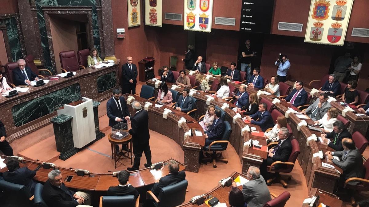 Alberto Castillo (Cs), elegido presidente de la Asamblea de Murcia en segunda vuelta con el apoyo del PP