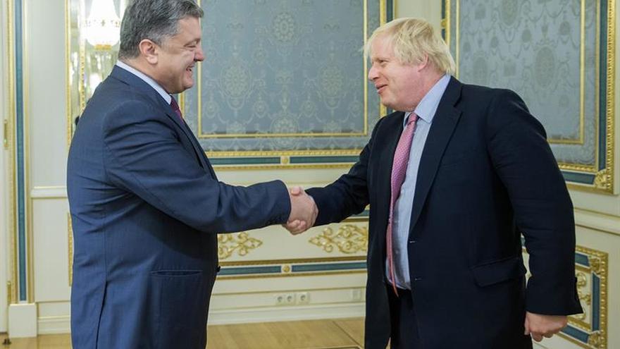 Poroshenko pide a Occidente nuevas sanciones contra Rusia