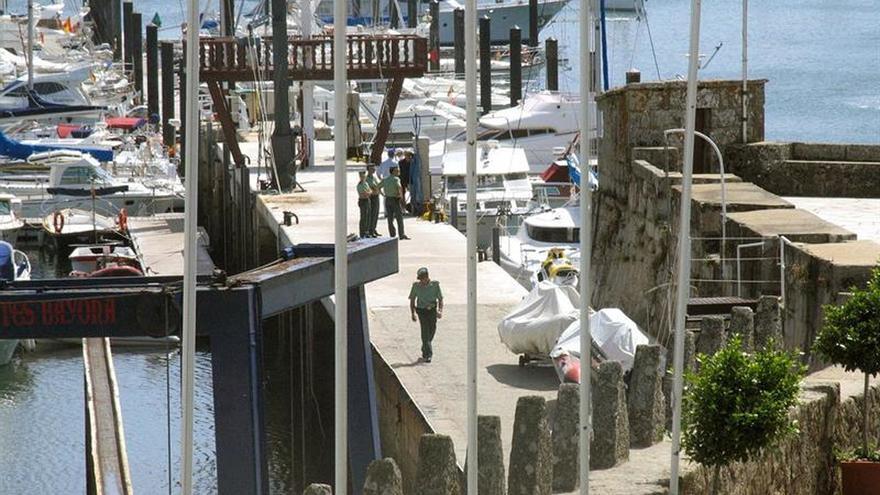 Fallece un marinero en Baiona tras caer al agua desde su embarcación