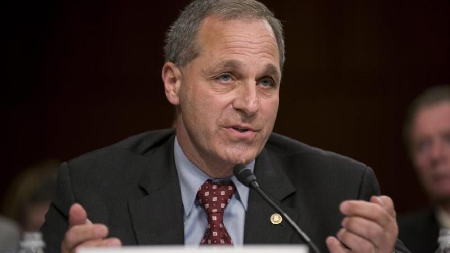 Volkswagen demanda al antiguo director del FBI Louis Freeh en EEUU