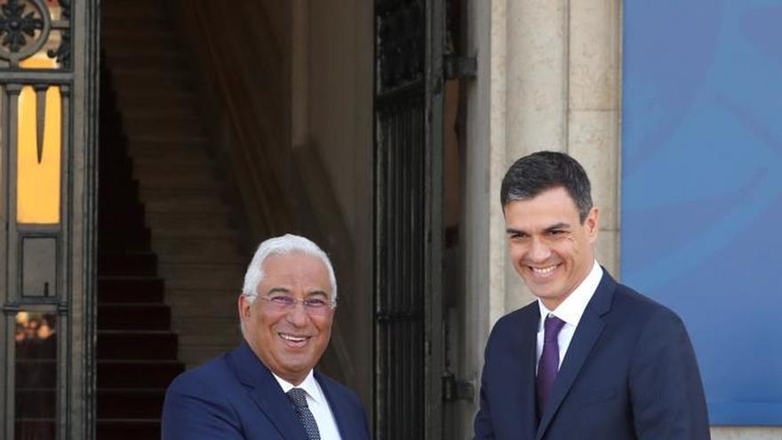 Costa recibe a Sánchez a su llegada a Lisboa para mantener una reunión bilateral