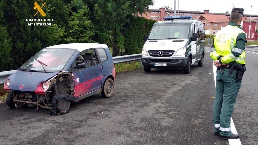 Circula ebrio por la autovía con un cuatriciclo destartalado, sin ITV ni seguro