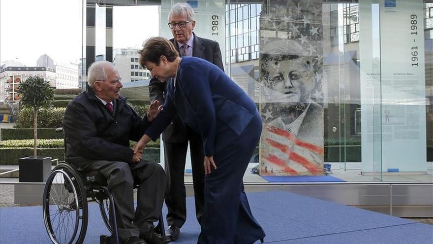 Inauguran un fragmento del muro de Berlín en la explanada junto a la sede de la CE