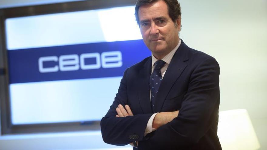 La CEOE, preocupada por bloqueo político, pide medidas frente a la ralentización