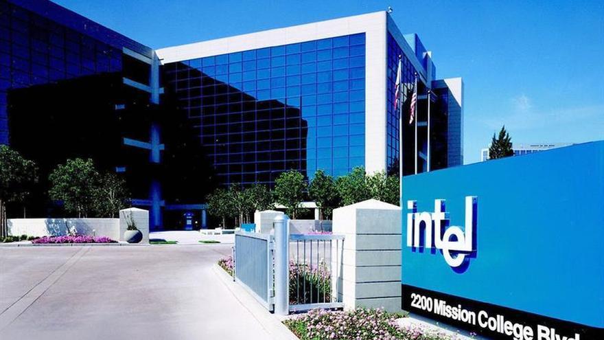 Los beneficios semestrales de Intel crecen un 71 %