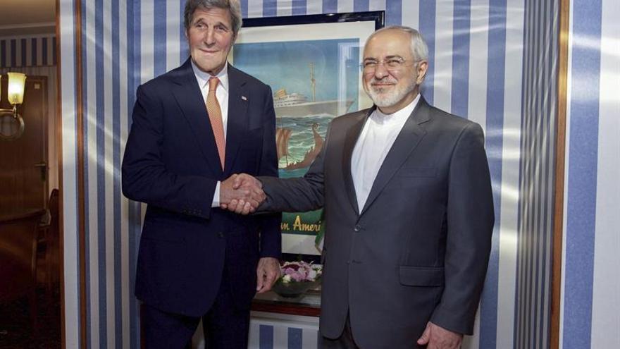 El secretario de Estado de EEUU, John Kerry, y su homólogo iraní, Mohamad Yavad Zarif, en una reunión del pasado junio.