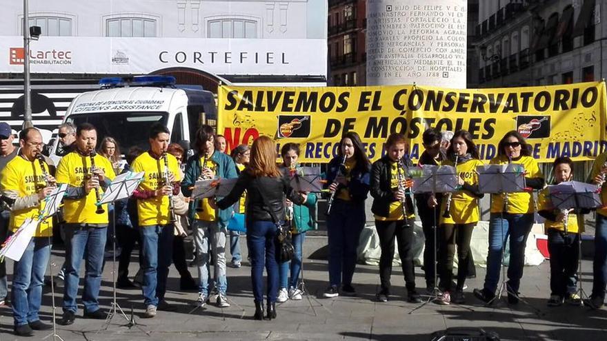 Movilizaciones para exigir a la Comunidad de Madrid que financie el conservatorio de Móstoles. / Foto cedida
