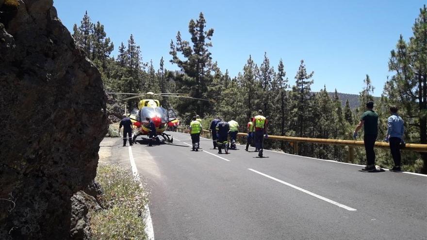 Accidente ocurrido entre un coche y una moto en la TF-21