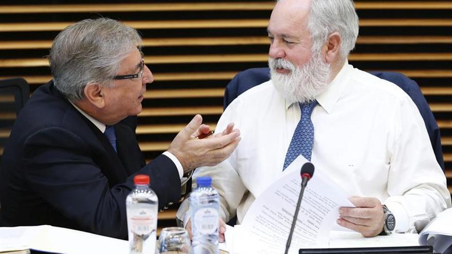 """Cañete: """"No sería lógico que el acuerdo de París entrara en vigor sin la UE"""""""