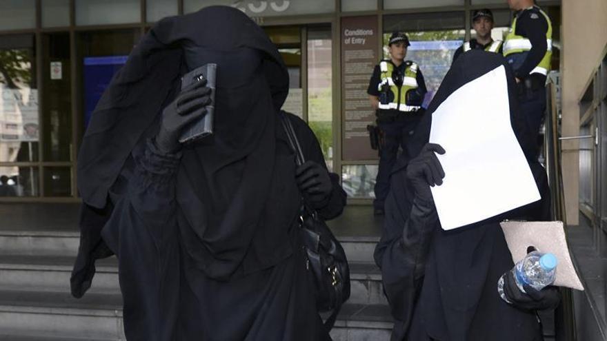 El hijo de un yihadista australiano, en un vídeo con un cinturón de explosivos