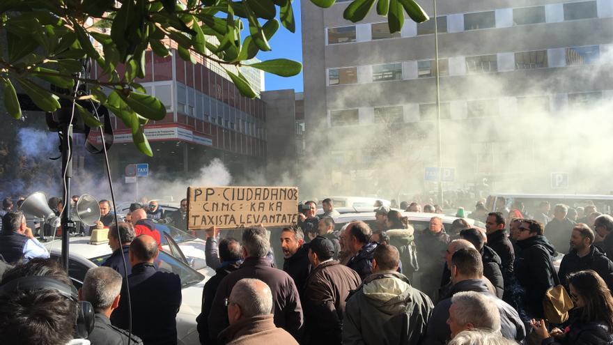 Los taxistas se movilizan ante la Consejería de Transportes de Madrid