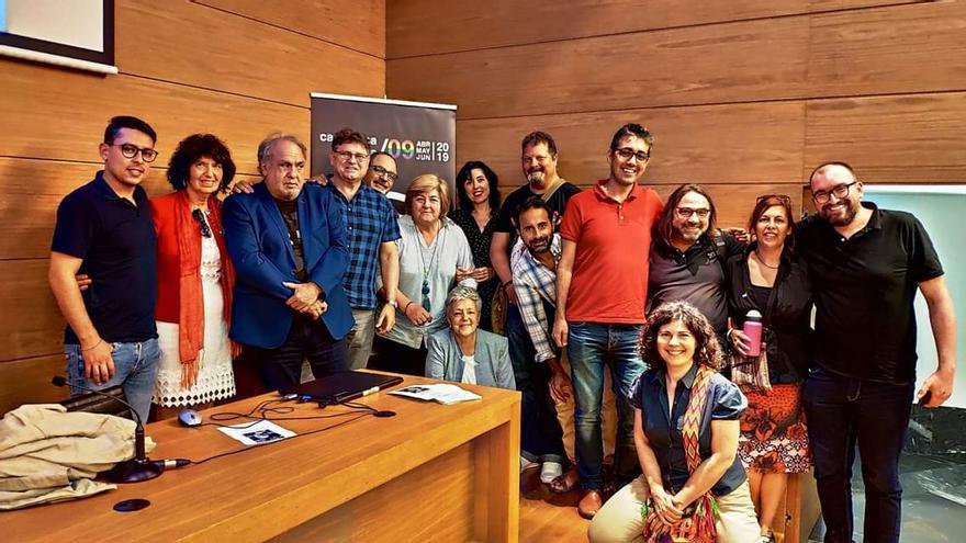 Los ponentes de 'Cartagena Piensa' junto a los asistentes a la charla '¿Tiene sexo el poder?'