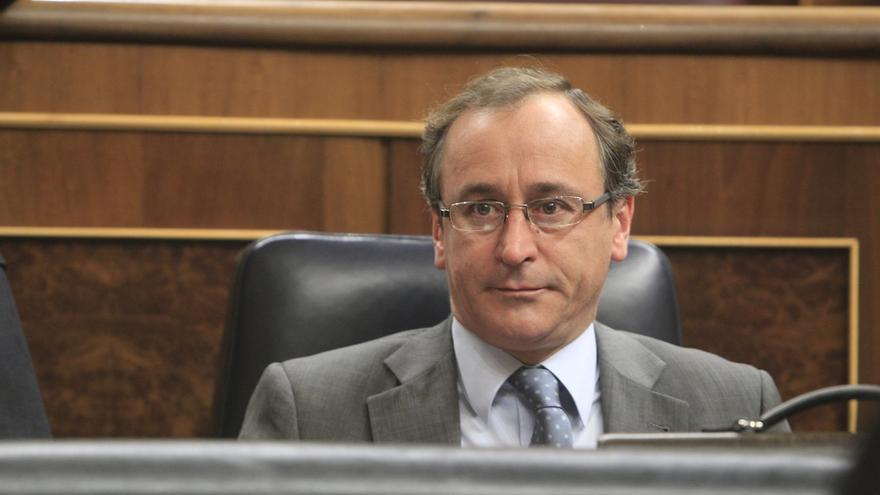 Alonso subraya el apoyo del Gobierno a la Navarra foral y dice que sólo recurre las leyes que exceden sus competencias