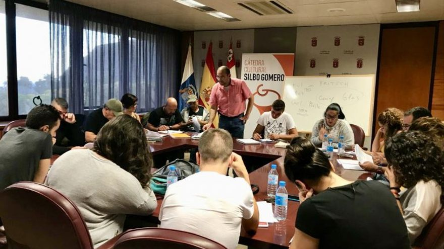 Participantes en la primera cátedra de Silbo Gomero