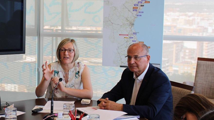 La consellera de Obras Públicas, María José Salvador, y el director general de Obras Públicas, Carlos Domingo