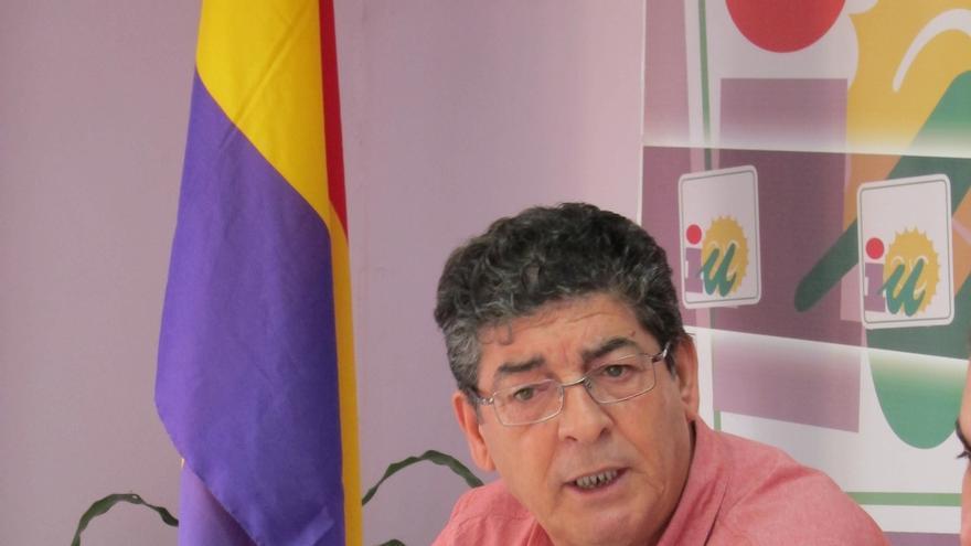 """Valderas cree que IU debe mantener su """"identidad"""" y fue más útil en la Junta de lo que Podemos puede ser en la oposición"""