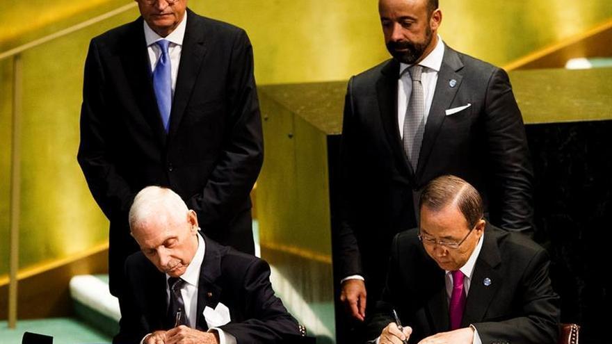 Los líderes mundiales prometen reforzar la protección de los refugiados y migrantes