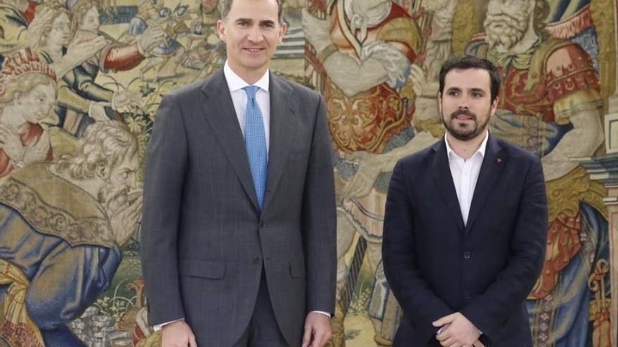 IU traslada al Rey que si Pedro Sánchez quiere, le ayudará a explorar un gobierno alternativo al de Rajoy