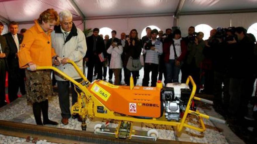 Esperanza Aguirre en la inauguración de las obras del tren a Navalcarnero.