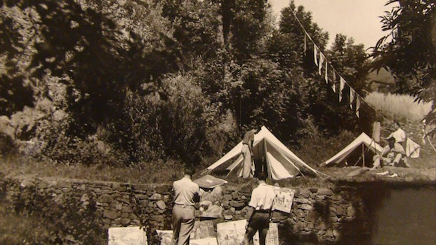 Los Betepocs entre telas de tiendas i pinturas en una de las acampadas veraniegas