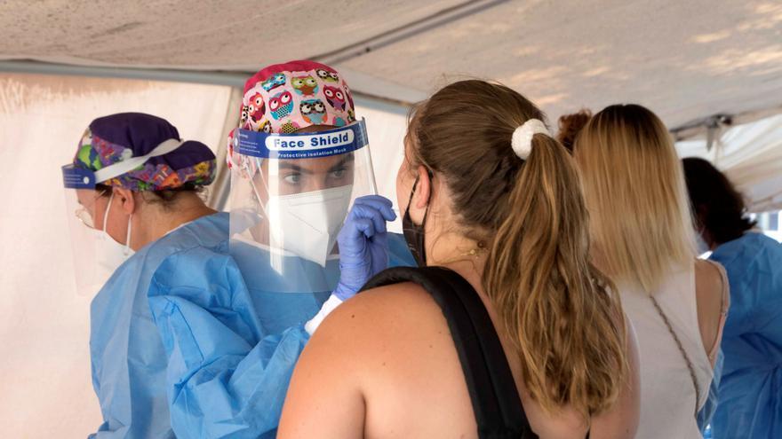 La pandemia suma 26.390 nuevos contagios y eleva la incidencia a 469 casos