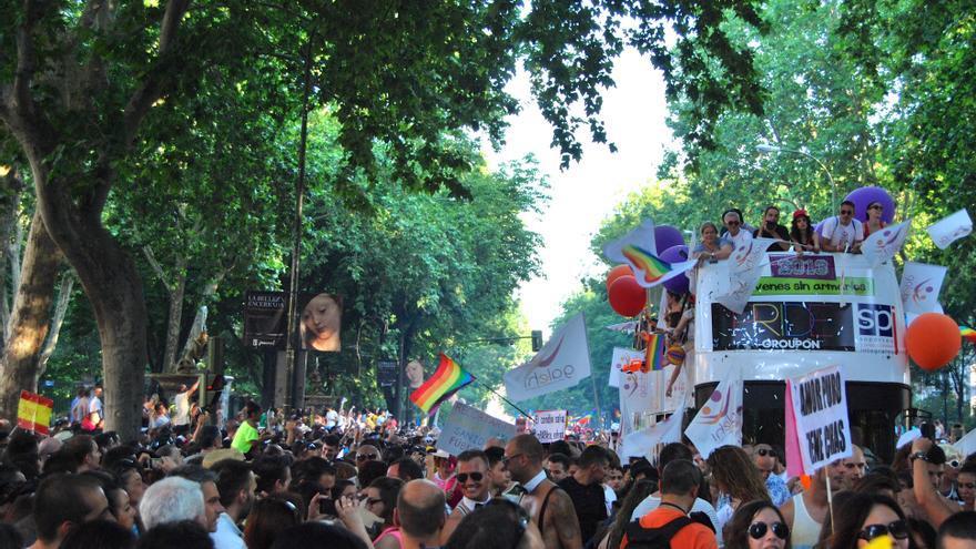 Manifestación del Orgullo Gay 2013 a su paso por el Paseo del Prado
