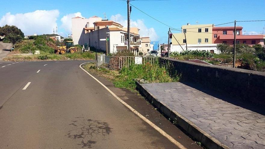 En la imagen, acerado en la zona de El Calvario, en la carretera de Las Cabezadas (Barlovento).