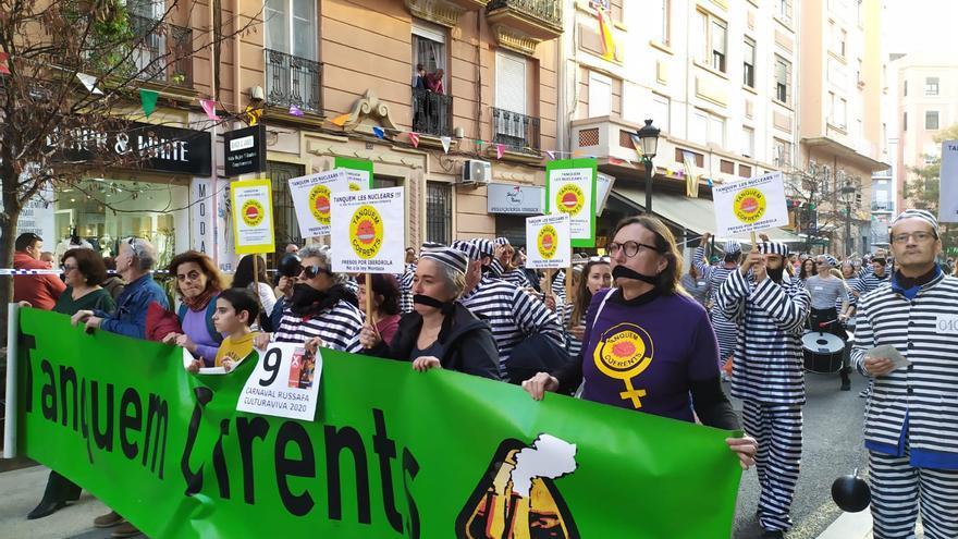 Una acción de Tanquem Cofrents en el barrio de Russafa.