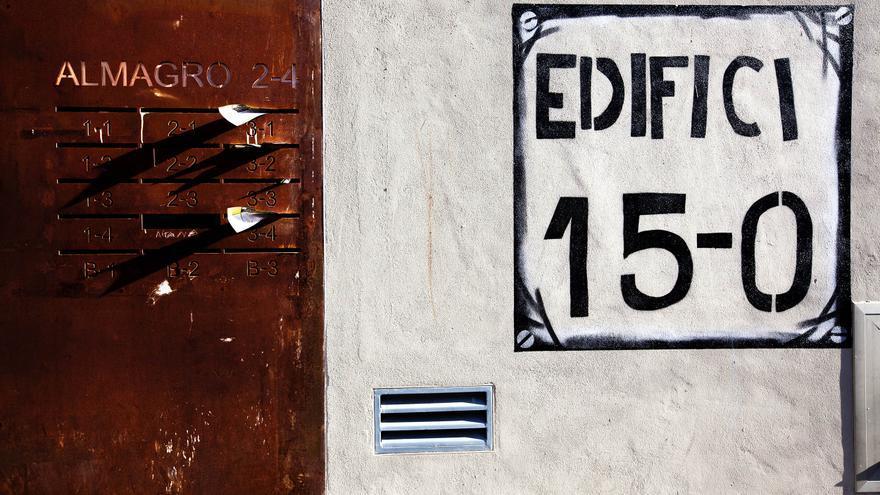 Portal de l¡Edifici 15-O a Barcelona - Carmen Secanella
